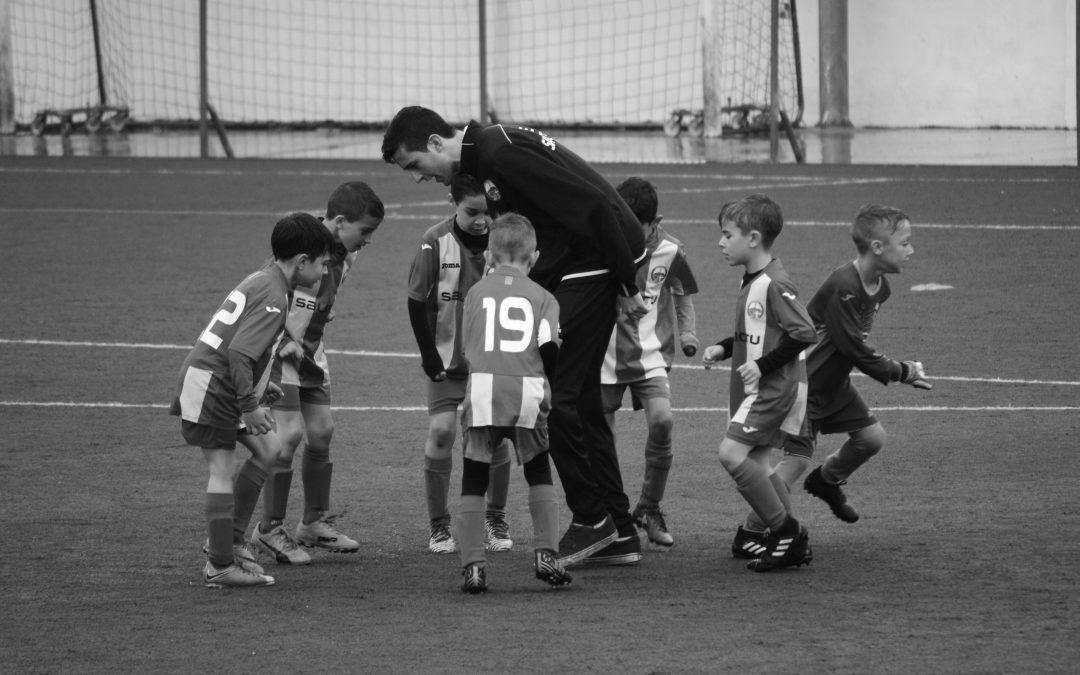 Descoperă cursul UEFA despre siguranța copiilor în sport, acum în limba română